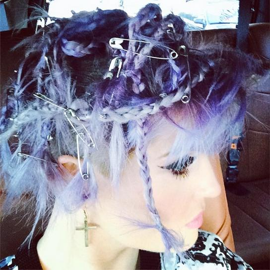 Kelly-Osbourne-Braided-Safety-Pin-Hairstyle-1