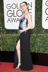 hbz-the-list-golden-globes-best-dressed-gal-gadot
