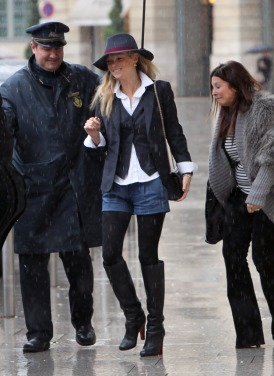 #6612810 Model Kate Moss made her way out of the Ritz Carlton Hotel in Paris, France on January 24, 2011 with some help from the doorman to stay dry. Kate and a pal hit the town to do some shopping at Dior before heading to lunch at the Avenue. Restriction applies: USA ONLY Fame Pictures, Inc - Santa Monica, CA, USA - +1 (310) 395-0500