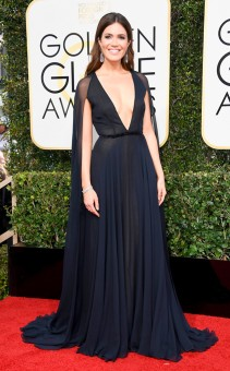 rs_634x1024-170108154215-634-2017-golden-globe-awards-mandy-moore